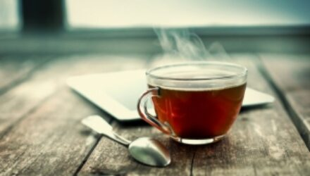 Любители горячего чая рискуют заболеть раком пищевода