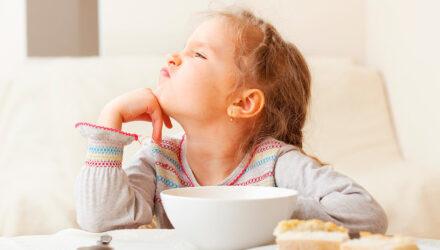«Не хочу, не буду!». Что делать, если ребенок плохо ест?